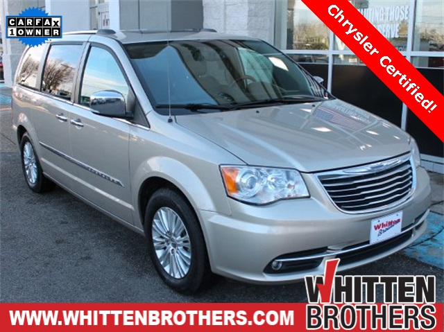 Certified Pre-Owned 2014 Chrysler Town & Country Limited